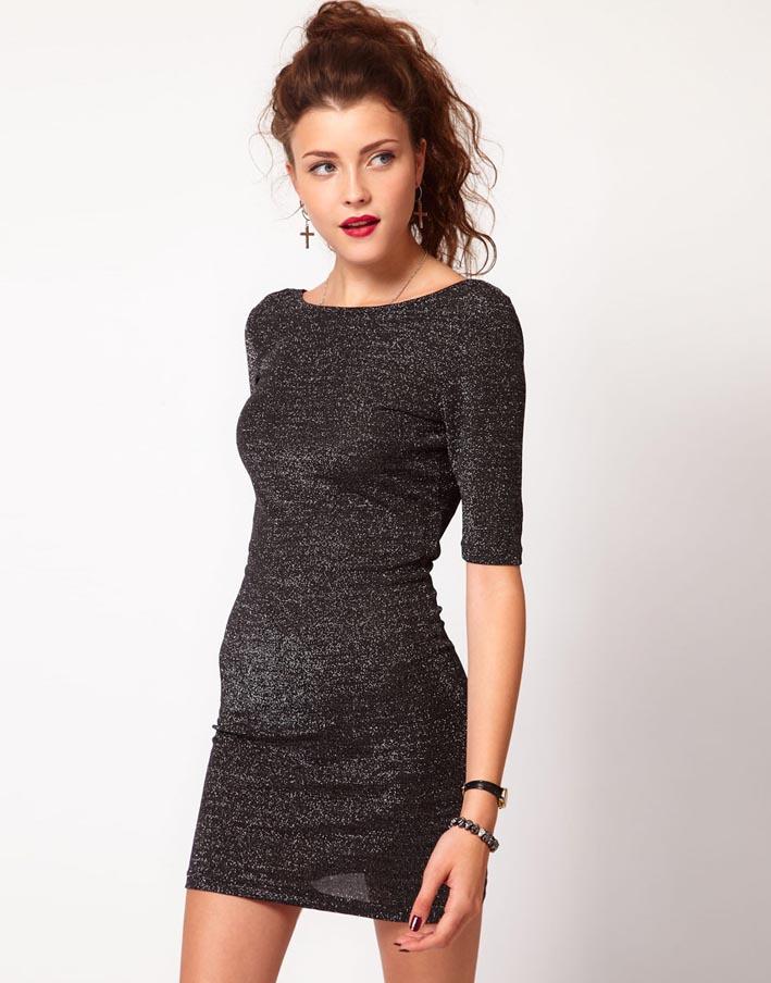 Короткое платье-бандо с украшенным бисером поясом и удлиненным низом сзади
